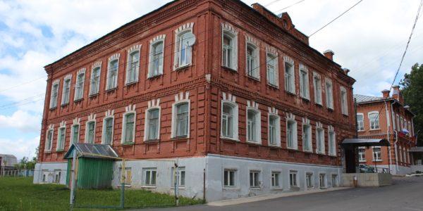 Судьбу здания основной школы в Красном решат депутаты