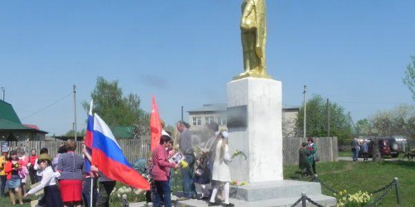 В День Победы в Сидоровском открыли памятник Герою Советского Союза Борису Сыромятникову