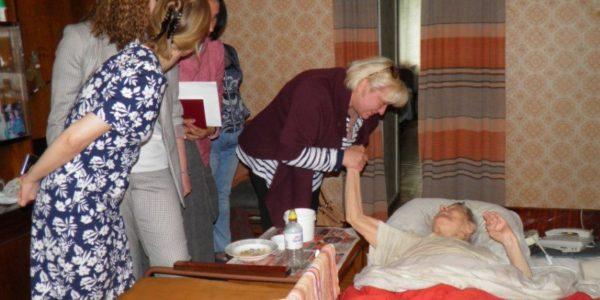 Пожилые жители региона смогут бесплатно получать медико-социальные услуги частных медицинских клиник
