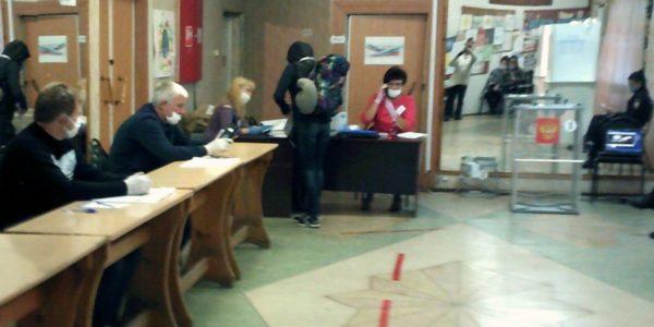Сегодня в Красносельском районе открылись 22 участка для досрочного голосования