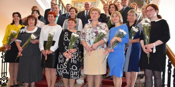 ЗНАЙ НАШИХ: Ольга Амвросова признана «Лучшим муниципальным служащим Костромской области»