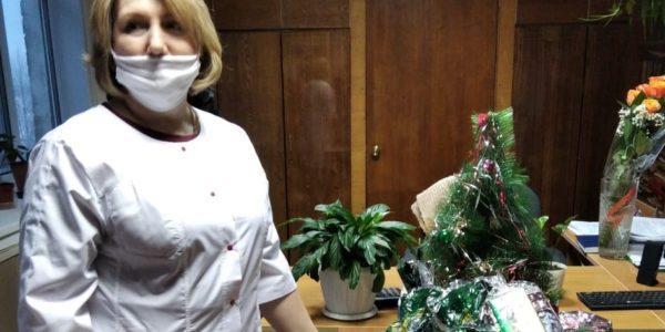 В Красносельском районе новогодние подарки вручили детям медицинских работников