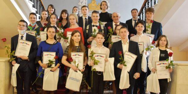 Губернатор Костромской области поздравил двух талантливых красноселок с получением престижной премии
