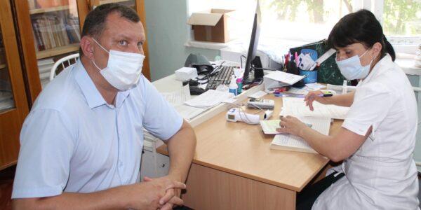 В Красносельской райбольнице на прививки от COVID-19 выстраиваются очереди