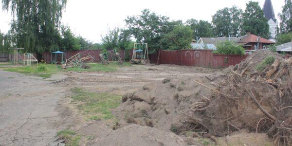 На территории красносельской школы обустраивают площадку в рамках нацпроекта
